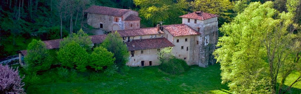 Il comune di Castelseprio si estende per 3,9 kmq nel settore centro-orientale della provincia di Varese. Si sviluppa, con Castiglione Olona, Gornate Olona, Lonate Ceppino, e Cairate, lungo la Valle dell'Olona, delimitato ad est dalla strada provinciale 233 e a ovest dal Parco Rile, Tenore, Olona.